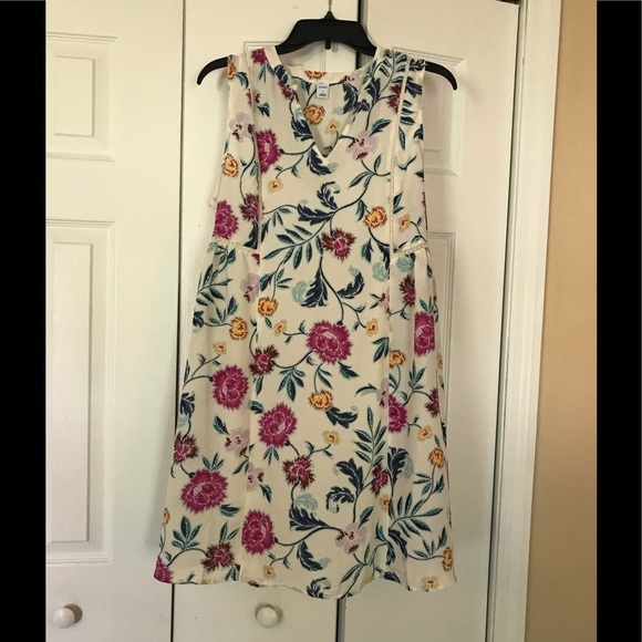 Old Navy Dresses & Skirts - Old Navy Floral Swing Dress